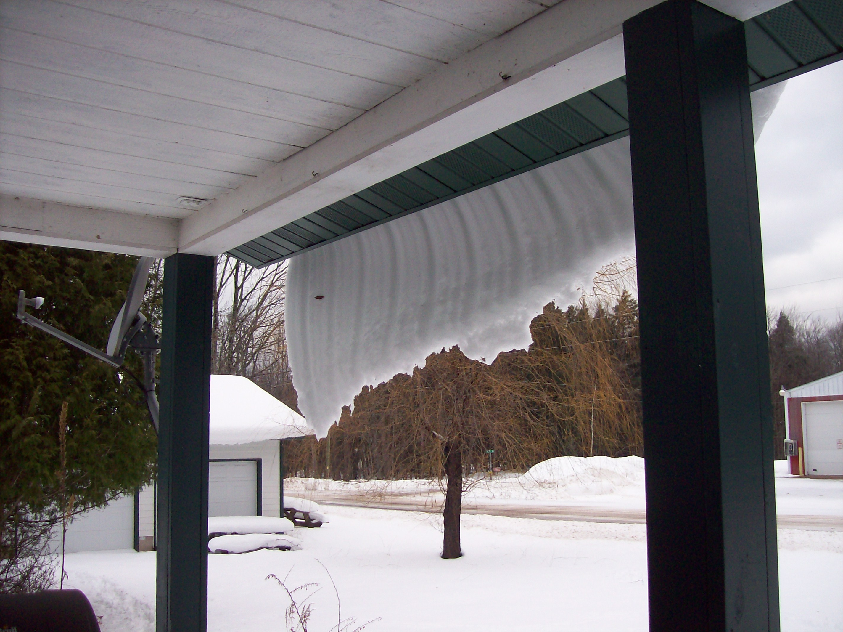 overhanging-snow-curtain